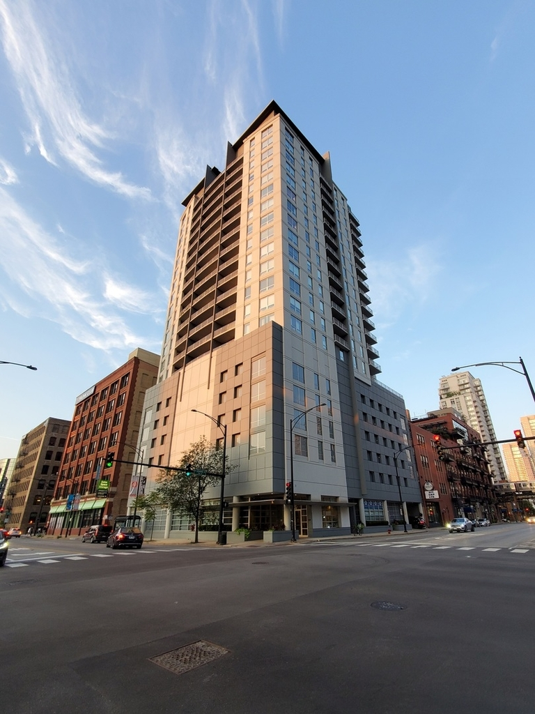 330 West Grand Avenue - Photo 0