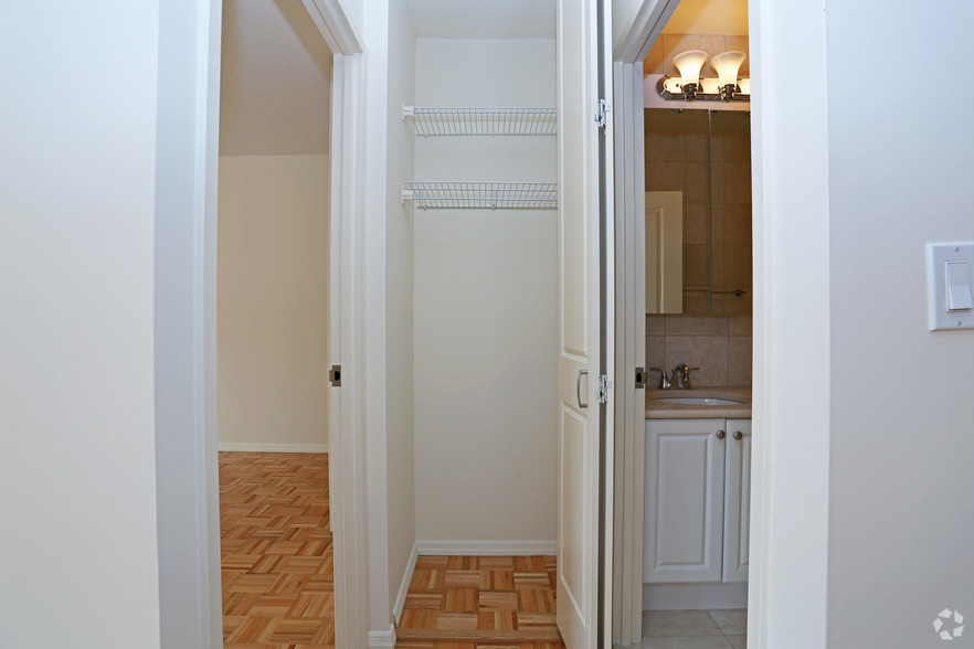 Lexington Ave 1BED CONVERTIBLE 2BED~FULL WALL ALLOWED~24 HR DRMN~POOL,GYM,SAUNA~6Train Close - Photo 5