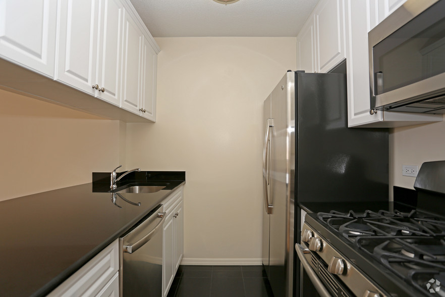 Lexington Ave 1BED CONVERTIBLE 2BED~FULL WALL ALLOWED~24 HR DRMN~POOL,GYM,SAUNA~6Train Close - Photo 0