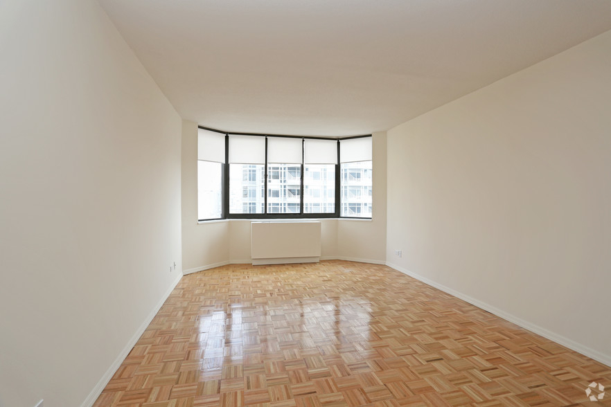Lexington Ave 1BED CONVERTIBLE 2BED~FULL WALL ALLOWED~24 HR DRMN~POOL,GYM,SAUNA~6Train Close - Photo 2
