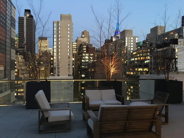 2 Bedrooms, Hell's Kitchen Rental in NYC for $5,133 - Photo 2