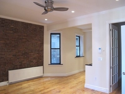 3 Bedrooms, Hell's Kitchen Rental in NYC for $5,073 - Photo 1