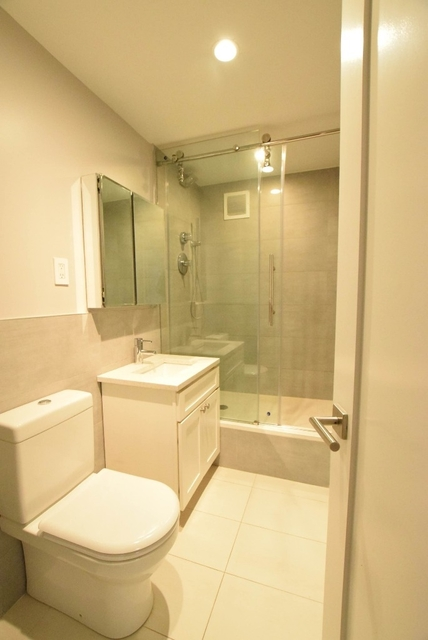 3 Bedrooms, Turtle Bay Rental in NYC for $5,335 - Photo 2