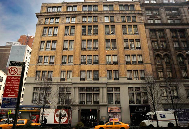 3 Bedrooms, Gramercy Park Rental in NYC for $6,150 - Photo 2