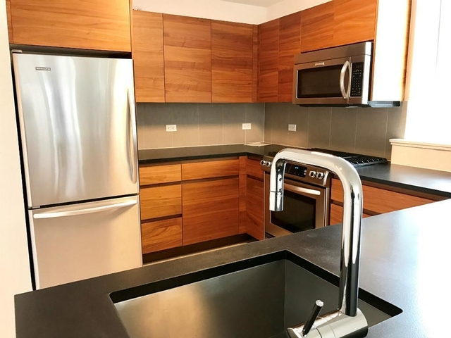3 Bedrooms, Hell's Kitchen Rental in NYC for $5,650 - Photo 2