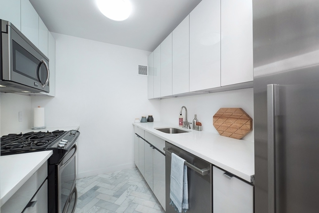 4 Bedrooms, Two Bridges Rental in NYC for $5,600 - Photo 2