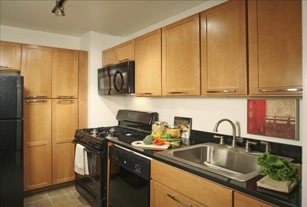 1 Bedroom, Yorkville Rental in NYC for $3,529 - Photo 1