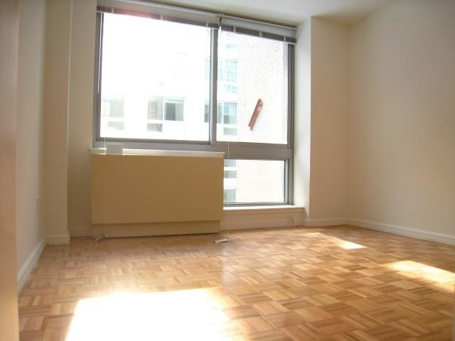 2 Bedrooms, Garment District Rental in NYC for $3,350 - Photo 2