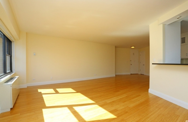 2 Bedrooms, Lincoln Square Rental in NYC for $4,990 - Photo 2