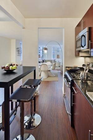 3 Bedrooms, Financial District Rental in NYC for $4,795 - Photo 2