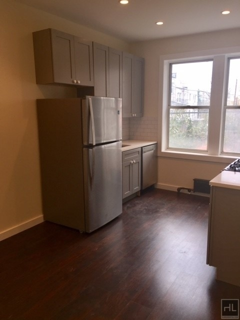 2 Bedrooms, Steinway Rental in NYC for $2,275 - Photo 2