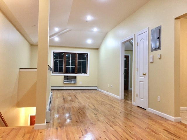 3 Bedrooms, Rego Park Rental in NYC for $3,100 - Photo 1