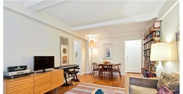 Long Island City Sublet Living Room