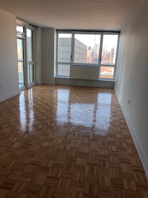 3 Bedrooms, Long Island City Rental in NYC for $6,200 - Photo 1
