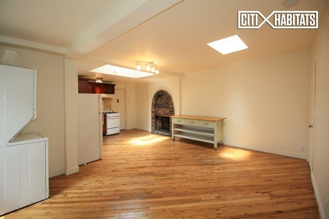 3 Bedrooms, Chelsea Rental in NYC for $6,200 - Photo 2