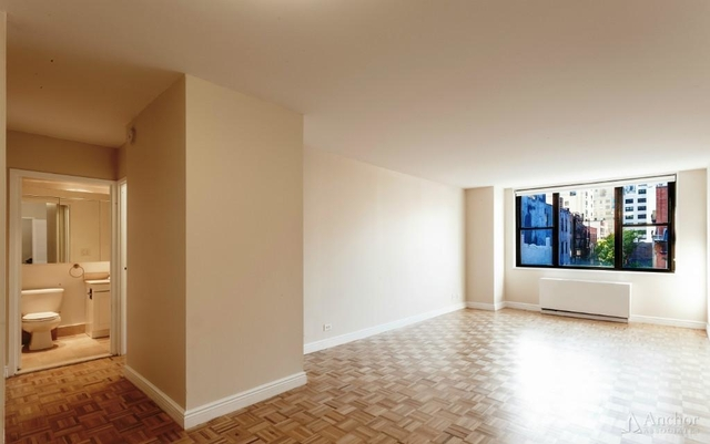 2 Bedrooms, Yorkville Rental in NYC for $4,945 - Photo 2