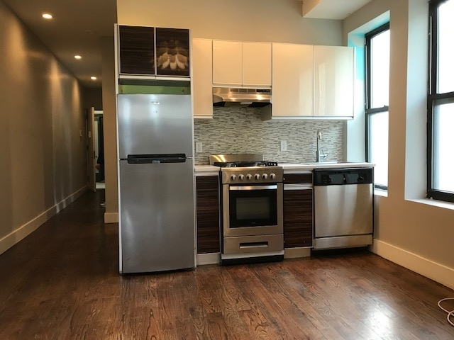 3 Bedrooms, Bedford-Stuyvesant Rental in NYC for $2,250 - Photo 2