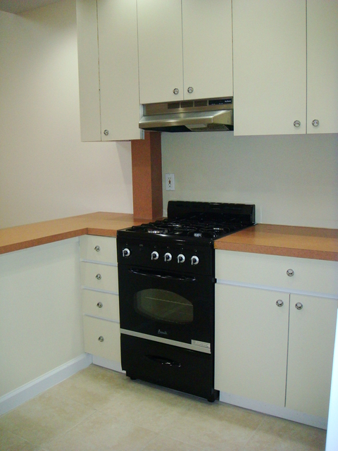 2 Bedrooms, Woodside Rental in NYC for $2,400 - Photo 2