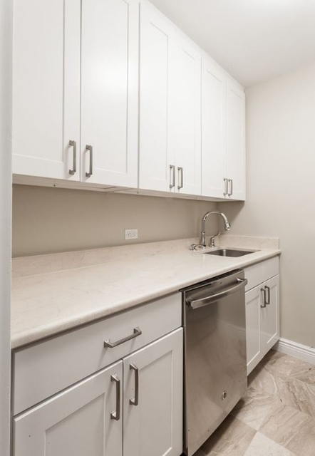 1 bedroom at lincoln center columbus circle central park posted by stan broekhoven for 3646 renthop - Lincoln Center Kitchen