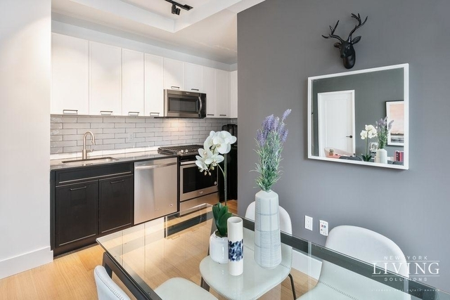3 Bedrooms, Financial District Rental in NYC for $5,695 - Photo 2