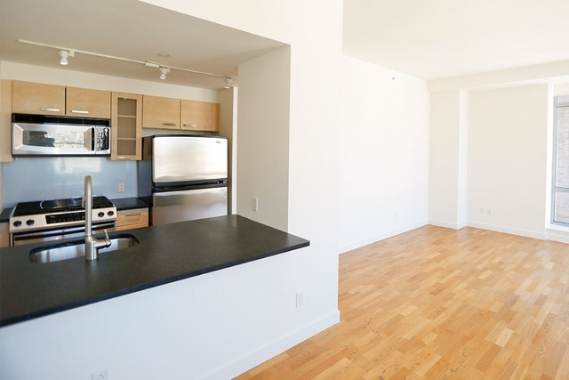 2 Bedrooms, Tribeca Rental in NYC for $6,050 - Photo 2