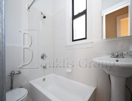 1 Bedroom, Jackson Heights Rental in NYC for $1,800 - Photo 2