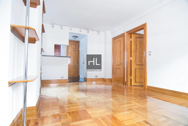 Studio, Theater District Rental in NYC for $3,300 - Photo 2