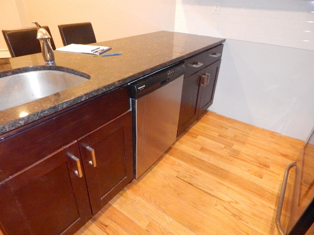 2 Bedrooms, Mount Hope Rental in NYC for $1,975 - Photo 2
