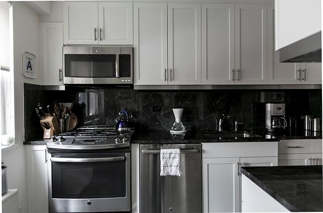 3 Bedrooms, Lincoln Square Rental in NYC for $6,495 - Photo 2