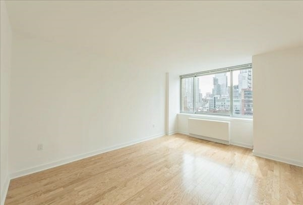 2 Bedrooms, Rose Hill Rental in NYC for $3,019 - Photo 2