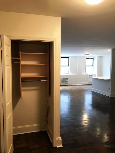 3 Bedrooms, Yorkville Rental in NYC for $6,085 - Photo 2