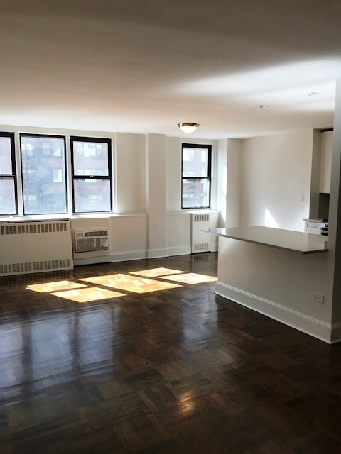 3 Bedrooms, Yorkville Rental in NYC for $5,666 - Photo 1