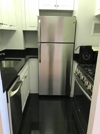 2 Bedrooms, Yorkville Rental in NYC for $4,190 - Photo 2