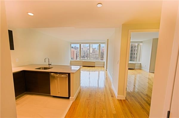 2 Bedrooms, Chelsea Rental in NYC for $6,100 - Photo 2
