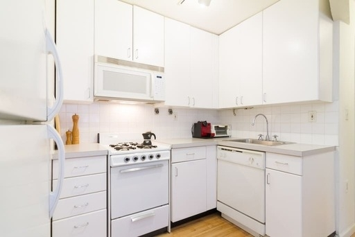 3 Bedrooms, Chinatown Rental in NYC for $4,185 - Photo 1