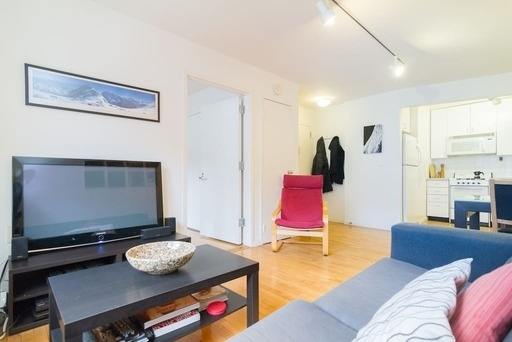 3 Bedrooms, Chinatown Rental in NYC for $4,185 - Photo 2