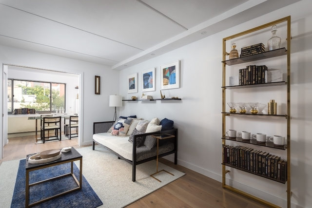 3 Bedrooms, Two Bridges Rental in NYC for $6,118 - Photo 2