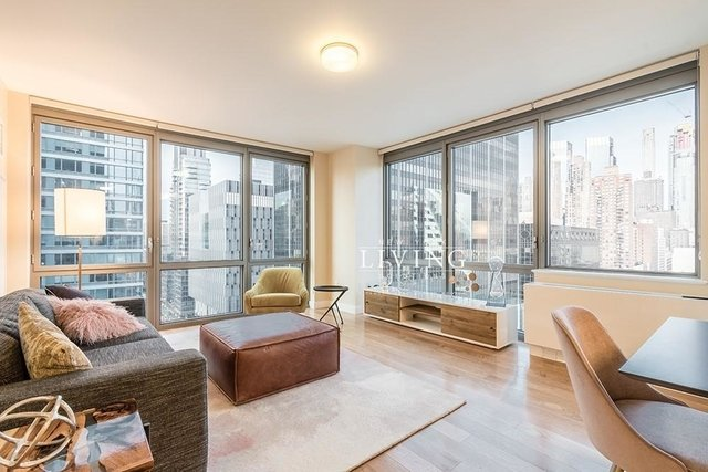 3 Bedrooms, Hell's Kitchen Rental in NYC for $7,495 - Photo 1