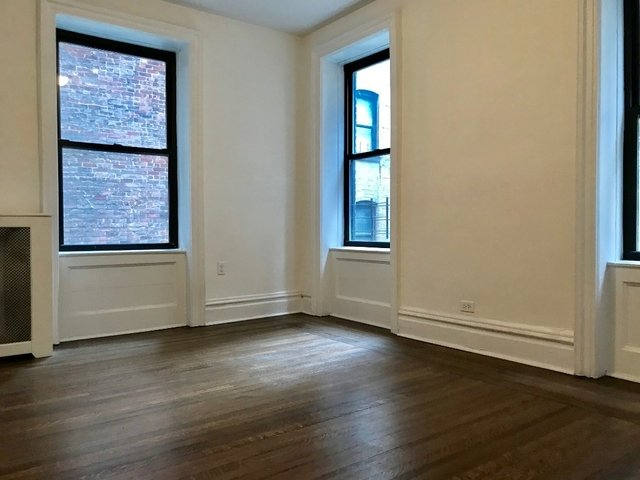 2 Bedrooms, Washington Heights Rental in NYC for $2,200 - Photo 2