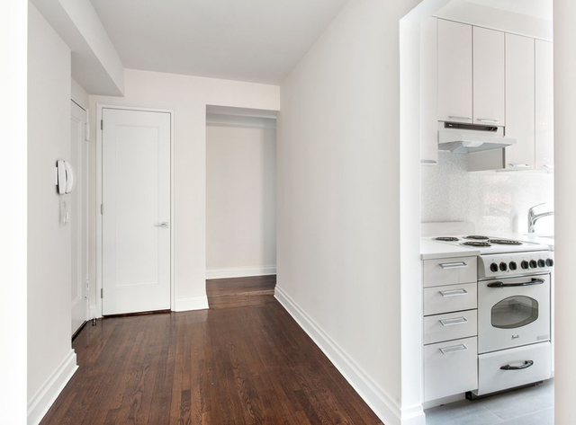 Studio, Theater District Rental in NYC for $2,769 - Photo 2