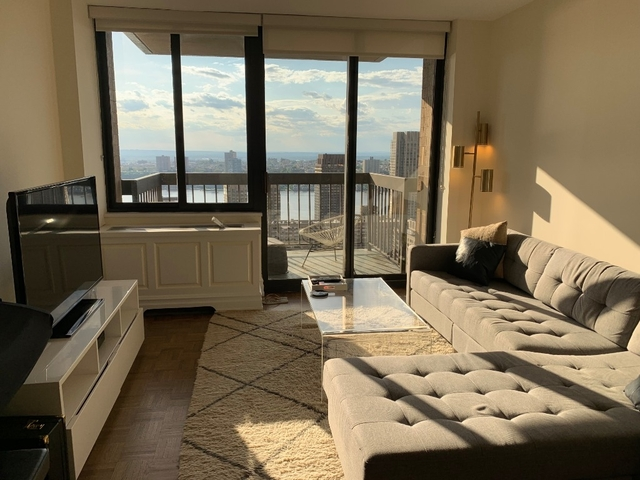 1 Bedroom Lincoln Square Rental In Nyc For 4 100 Photo
