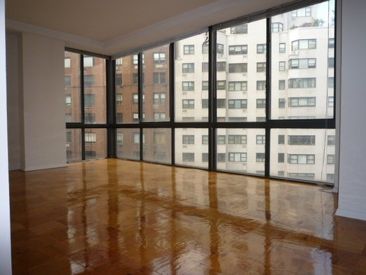 4 Bedrooms, Sutton Place Rental in NYC for $6,995 - Photo 2