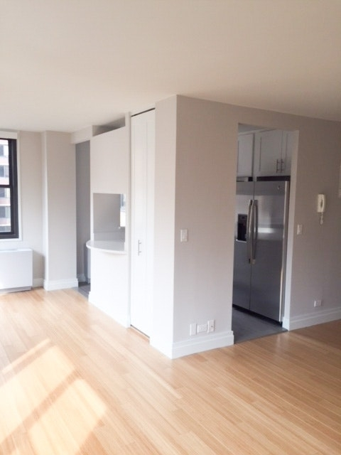 2 Bedrooms, Rose Hill Rental in NYC for $4,329 - Photo 2