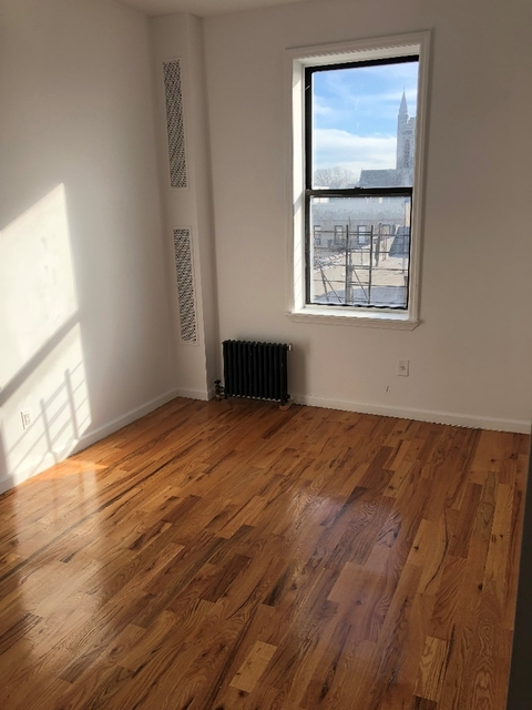 Room, Washington Heights Rental in NYC for $999 - Photo 2