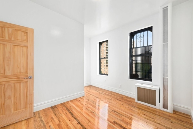 3 Bedrooms, Two Bridges Rental in NYC for $3,500 - Photo 2