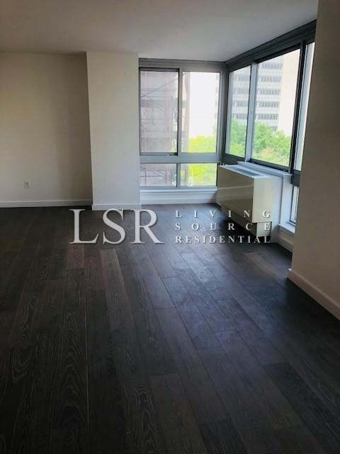 1 Bedroom, Civic Center Rental in NYC for $3,400 - Photo 2