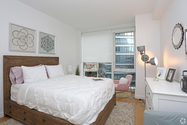 3 Bedrooms, Hell's Kitchen Rental in NYC for $5,675 - Photo 2