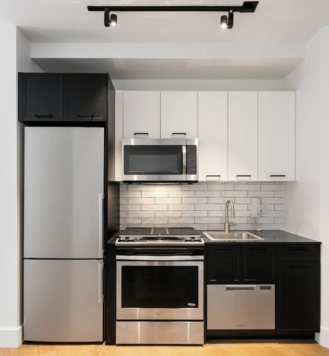 2 Bedrooms, Financial District Rental in NYC for $5,763 - Photo 2