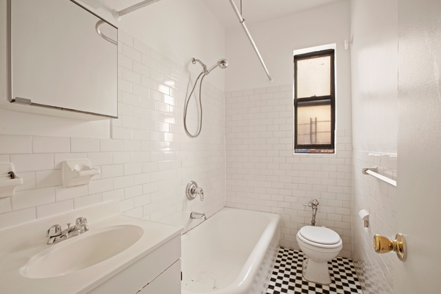 3 Bedrooms, Inwood Rental in NYC for $2,700 - Photo 2