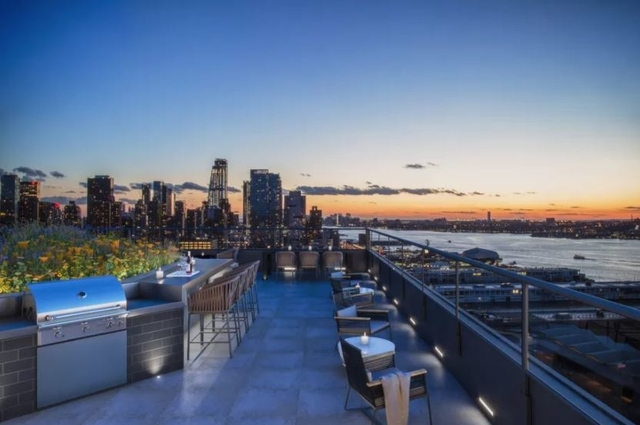 3 Bedrooms, Hell's Kitchen Rental in NYC for $8,165 - Photo 2